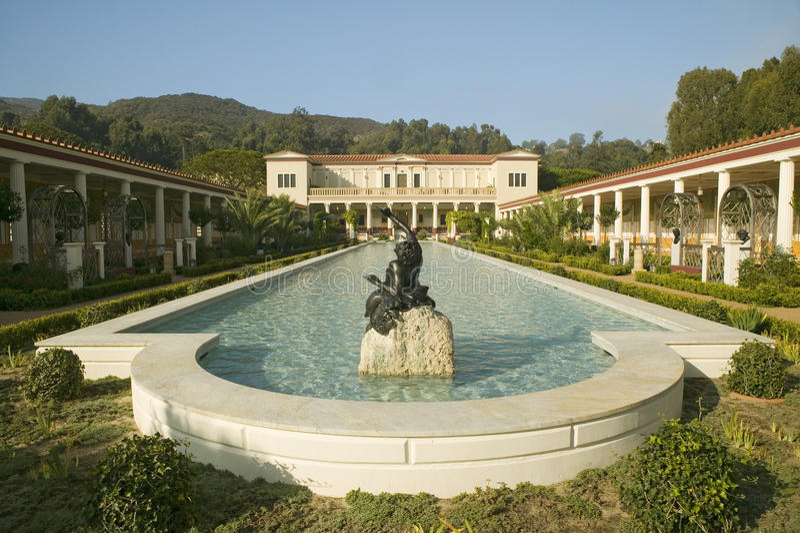 Kolumnada i basen Getty willa długo, Malibu J willa Paul Getty muzeum w Los Angeles, Kalifornia fotografia royalty free