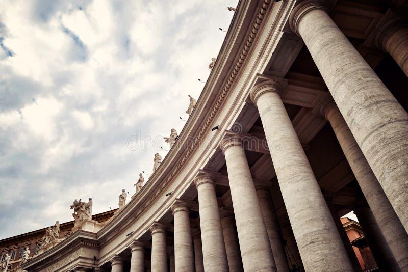 Kolumnady które otaczają St Peter kwadrat w Rzym, Watykan obraz stock