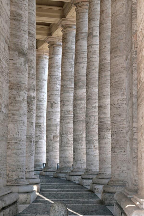 Download Kolumnady Peter s st obraz stock. Obraz złożonej z religijny - 13328719