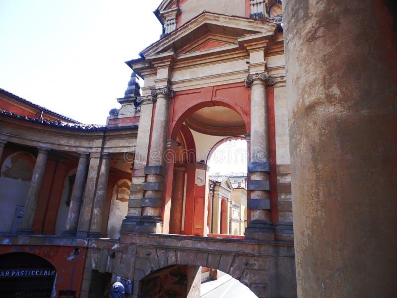 Download Kolumnady San Luca zdjęcie stock. Obraz złożonej z kolumnady - 57664334