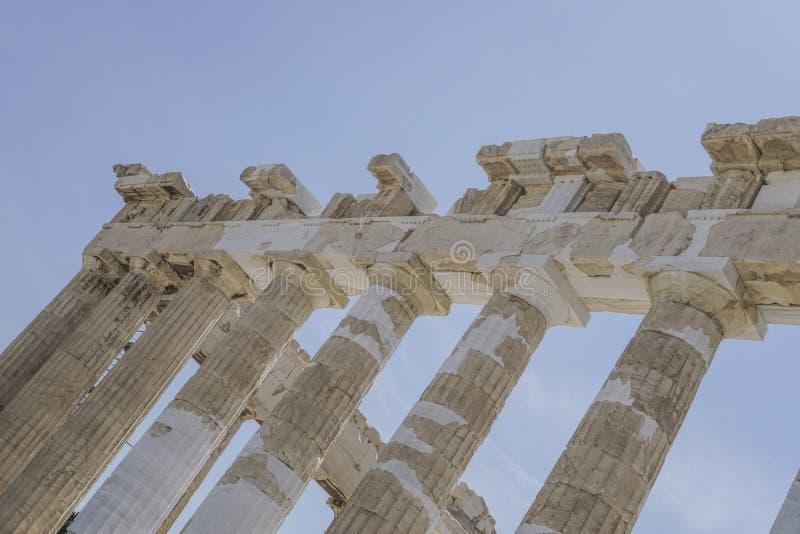 Kolumny na Ateńskim akropolu w Ateny, Grecja obrazy stock