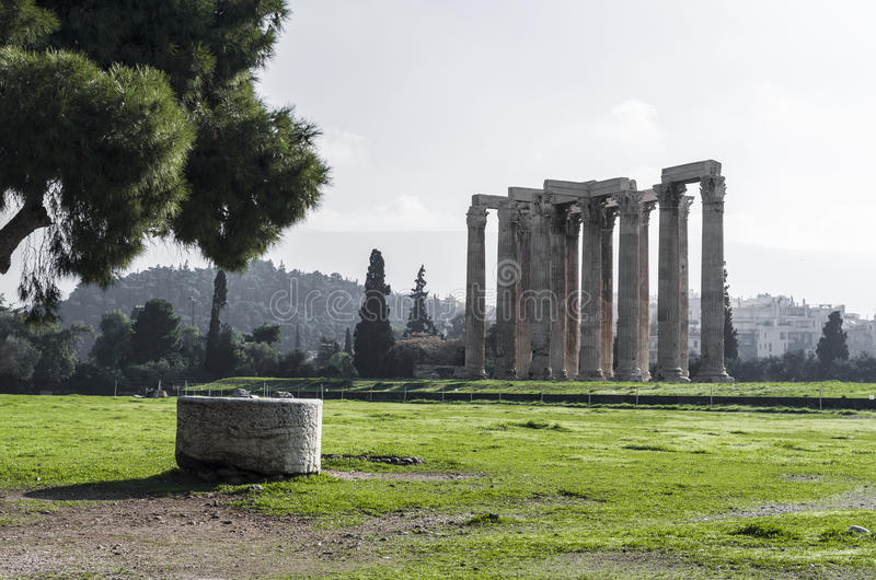 Kolumny Olimpijski Zeus w Ateny fotografia stock