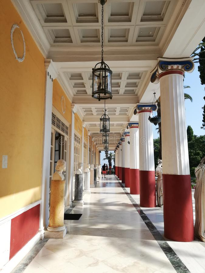 kolumny przy Sissi pałac fotografia stock