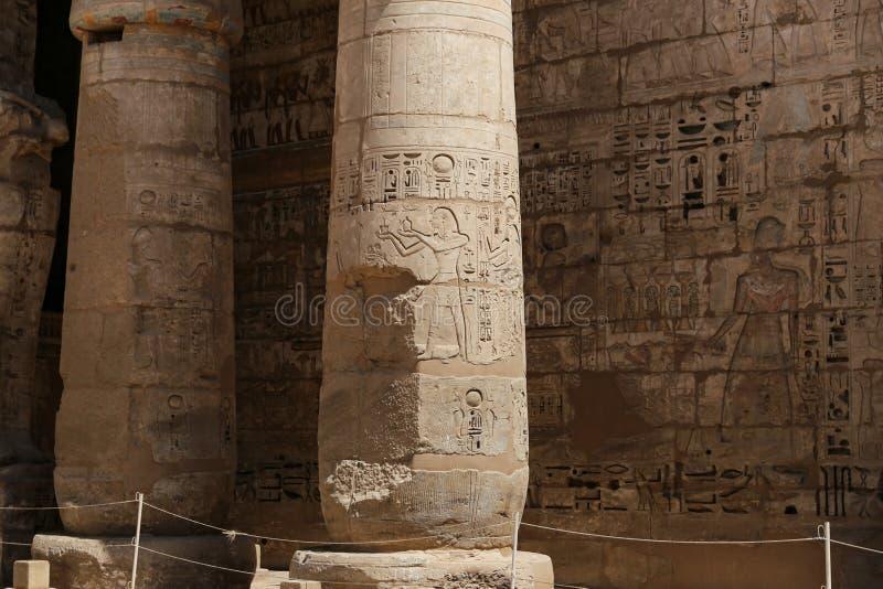 Kolumny w Medinet Habu świątyni w Luxor, Egipt zdjęcie stock