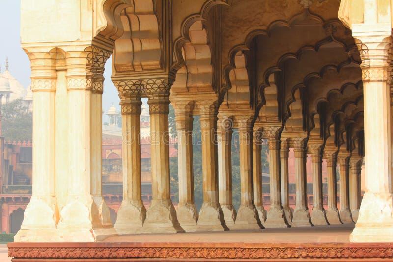 Download Kolumny W Pałac - Agra Fort Obraz Stock - Obraz złożonej z agra, geometryczny: 28973645