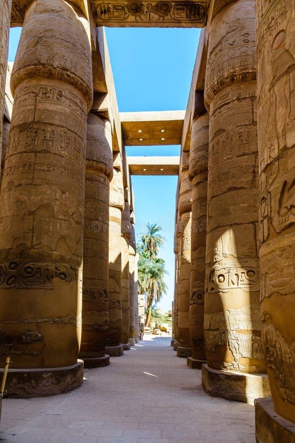 Kolumny w wielkiej hipostyl sali Karnak świątynia obraz royalty free