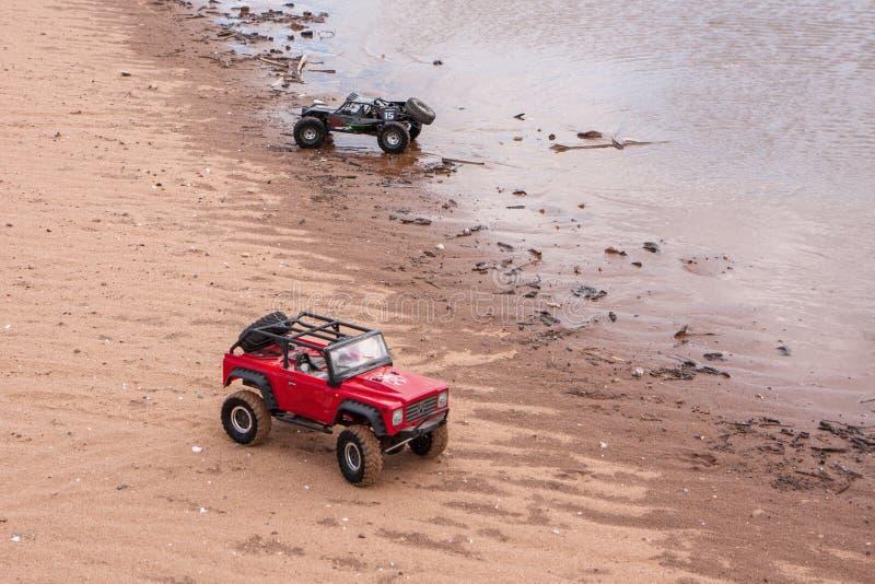 Kolyazin Moskvaregion/rysk federation - Maj 1 2014: Jeep för crowler för RC-biltrofé och Vaterra tvilling- hammareflyttningar royaltyfri bild