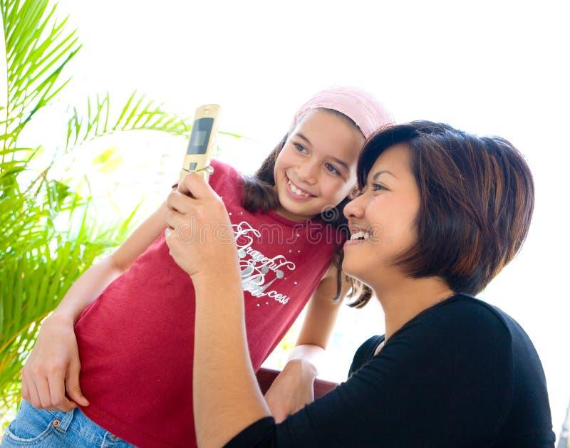 komórka jej ewidencyjna telefonu udzielenia kobieta obraz stock