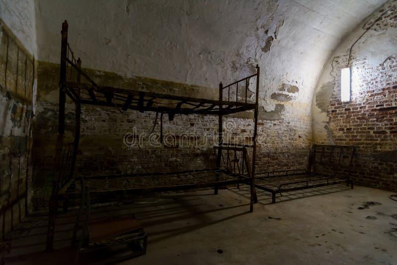 Komórka z łóżkiem w fortu 13 Jilava więzieniu, Rumunia obrazy royalty free