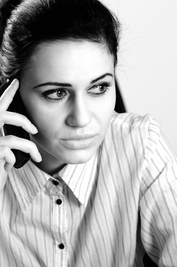 komórki elegancki słuchający kierownika telefon zdjęcia royalty free