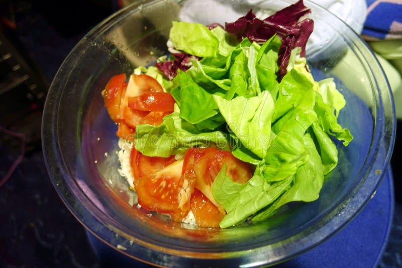 Kom met salade royalty-vrije stock afbeeldingen