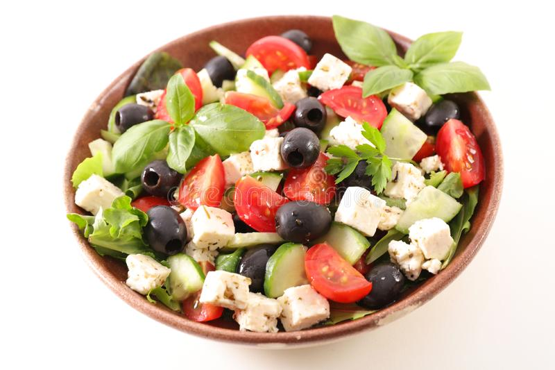 Kom salade met feta-kaas, stock afbeeldingen