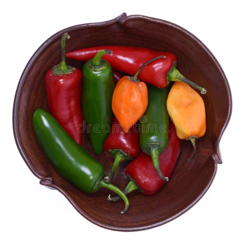 Kom van Groene, Spaanse peper en Habanero-Peper stock foto