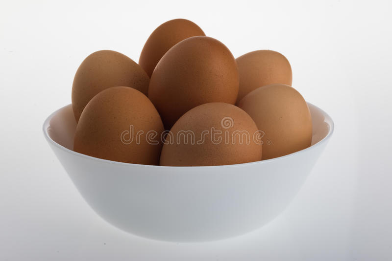 Kom van Hen Eggs op een Witte Lijst royalty-vrije stock afbeeldingen