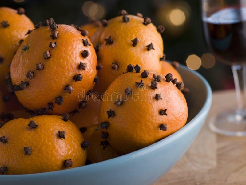 Kom van Kruidnagel Beslagen Satsuma-mandarijnen stock foto