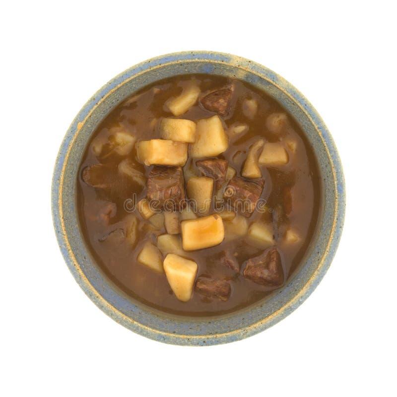 Kom van lapje vlees en aardappelshutspot op een witte achtergrond royalty-vrije stock afbeeldingen