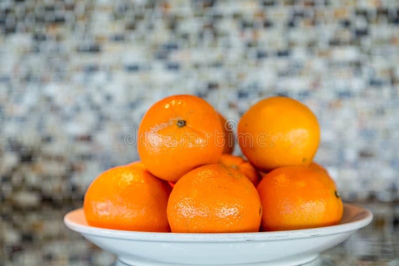 Kom van sinaasappelen stock afbeelding
