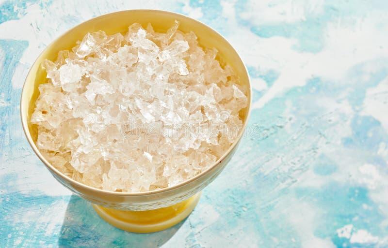 Kom verpletterd schoon ijs voor gebruik als ingrediënt stock fotografie