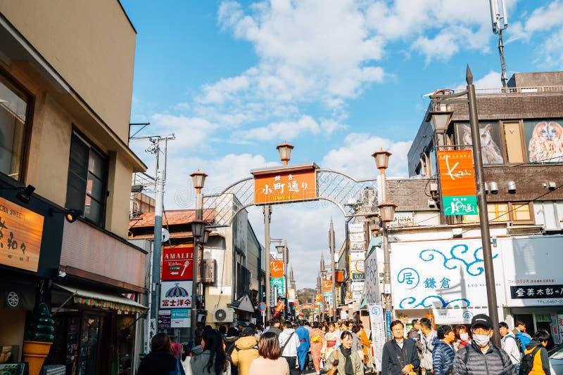 Komachi-Doristraat, restaurant en opslagstraat in Kamakura, Japan stock afbeeldingen