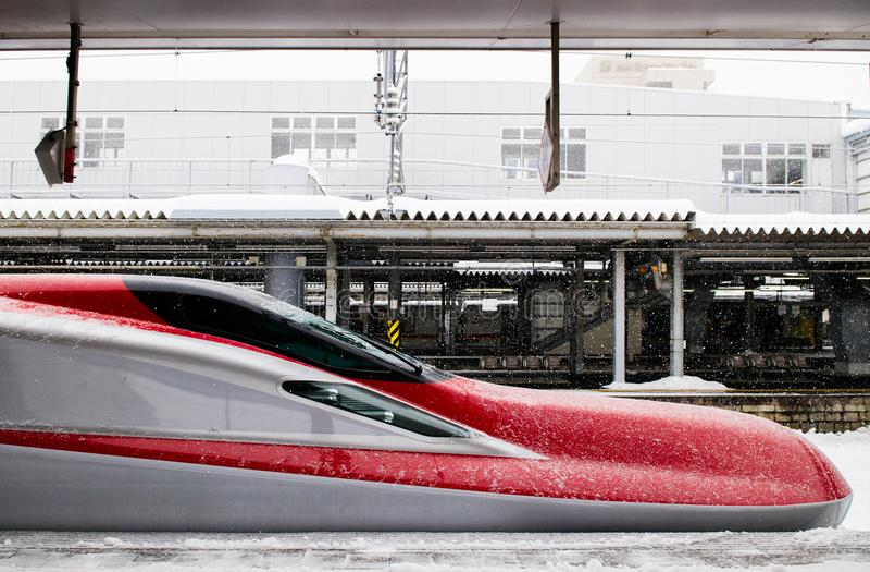 Komachi Shinkansen exprès superbe en hiver à la station d'Akita, Jap photos libres de droits