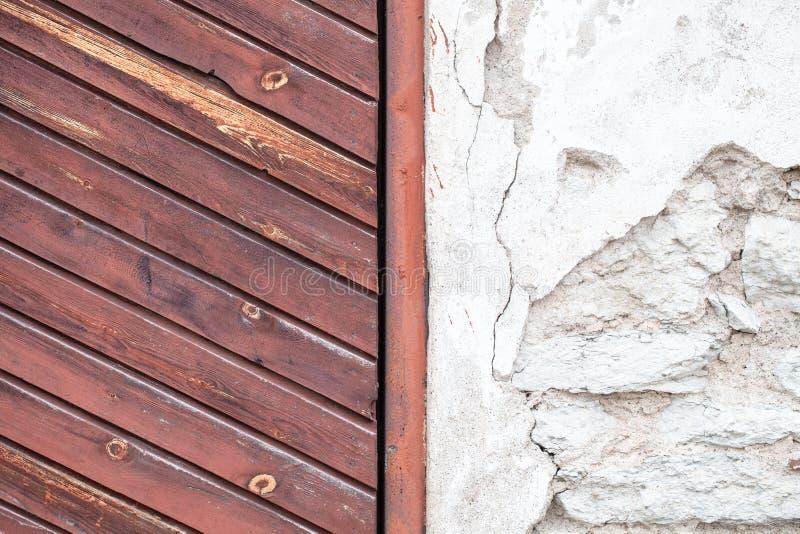 Kombinacja istny stary drewno i kamień ukazuje się fotografia stock