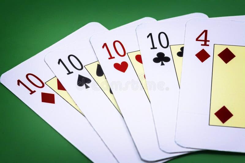 Kombinacja karty dzwonił grzebaka na zielonym tle obraz stock