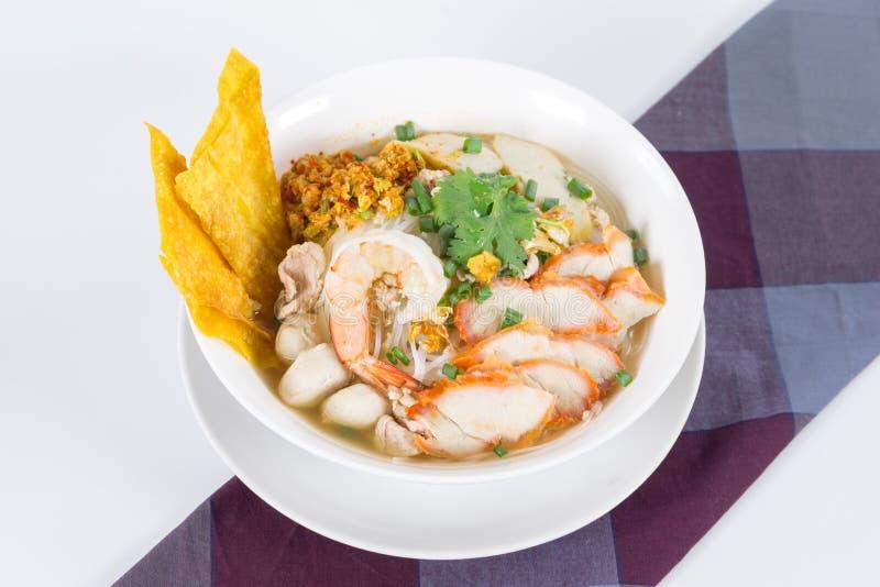 Kombinacja kluski zawiera tajlandzkiego jedzenie wiele fotografia stock