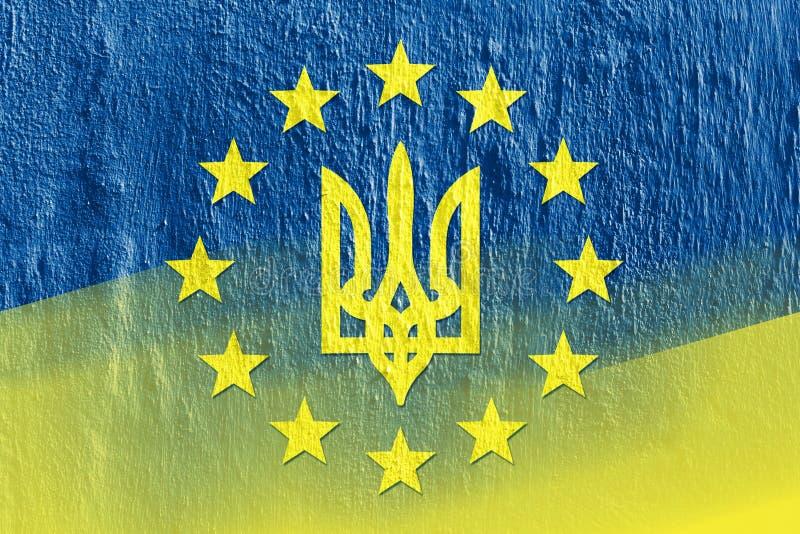 Kombination av flaggor av Ukraina och den europeiska unionen royaltyfri bild