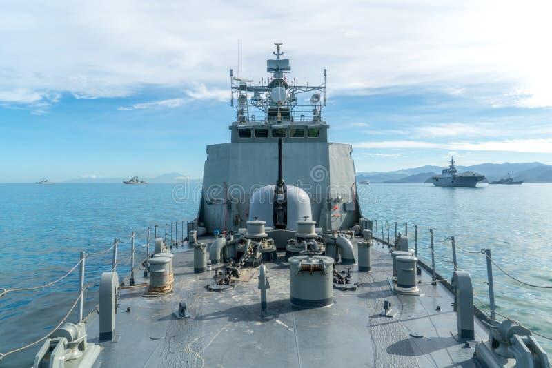 Kombinerad marinflotta består av av flera typ av skeppet liksom luft arkivfoto