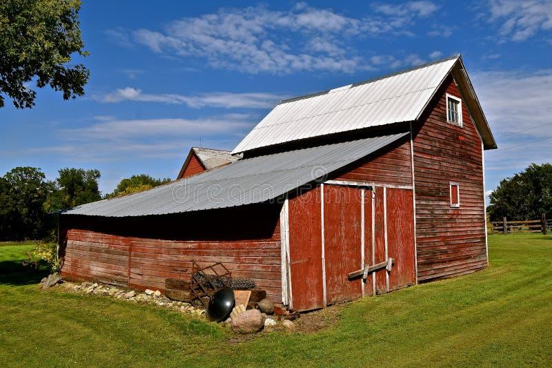Download Kombinierter Getreidespeicher Und Traktorhalle Stockbild - Bild von landwirtschaft, architektur: 106801099