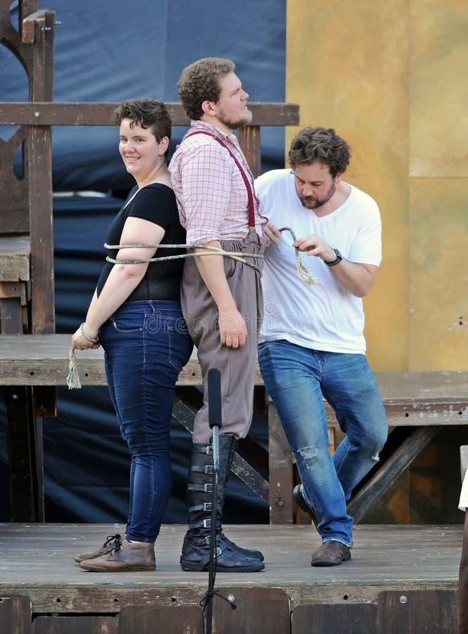 Komedin av fel, Shakespeare vid havet på det Soka universitetet, Aliso Viejo, Augusti 07, 2019 royaltyfria bilder