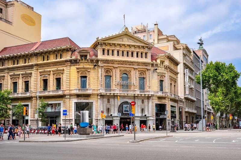 KomediteaterCine Comedia på den Paseo de Gracia utsikten, Barcelona, Spanien royaltyfri fotografi