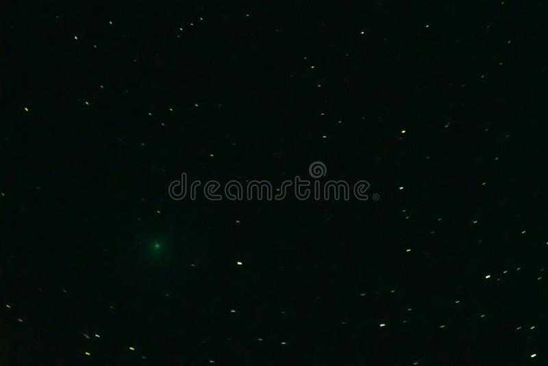 Kometa 46P/Wirtanen w nocnym niebie fotografia royalty free