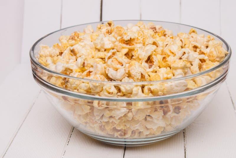 Komhoogtepunt van zoete en smakelijke popcorn stock afbeeldingen