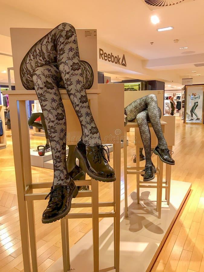 Komiczny pokaz bielizna w Galeries Lafayette, Paryż, Francja zdjęcie stock