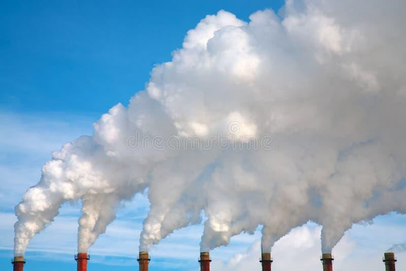 Download Kominu dym zdjęcie stock. Obraz złożonej z roślina, benzyna - 13339084