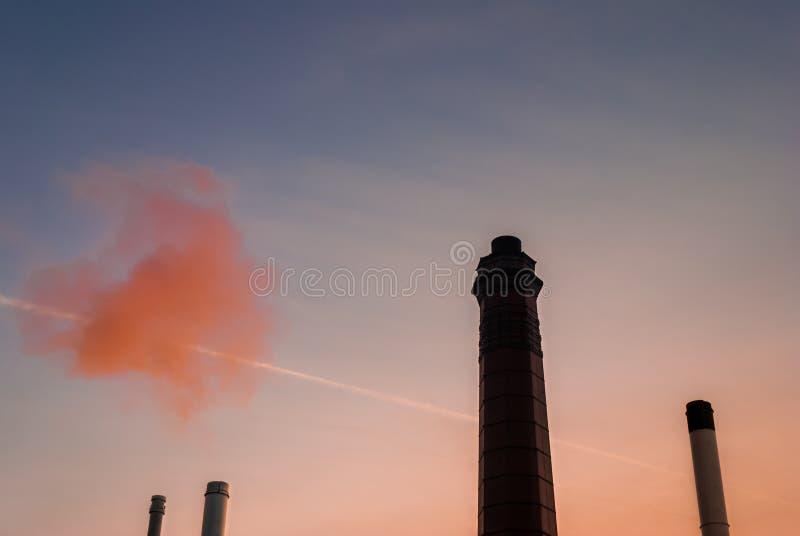 Kominy przy wschodem słońca zdjęcia stock