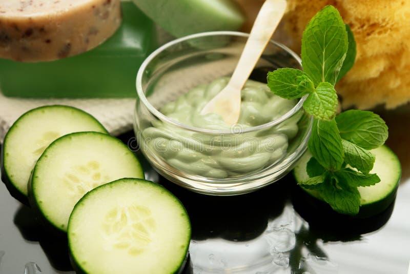 Komkommer mint gezichts spa stock afbeeldingen
