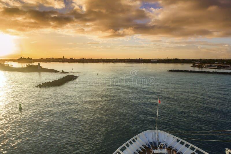 Komma in i Nassau royaltyfria foton