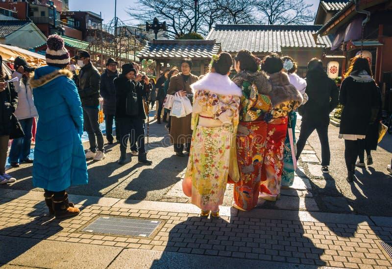 Kommande myndiga kimonon royaltyfri foto