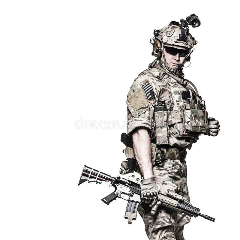 Kommandosoldat för USA-armé med vapnet royaltyfria bilder