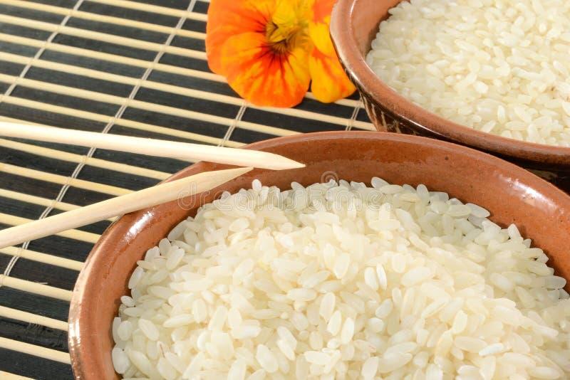 Kommen rijst stock foto