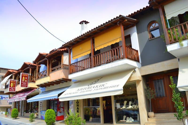 Kommersiell gata Grekland för Chalkidiki semesterort royaltyfria bilder