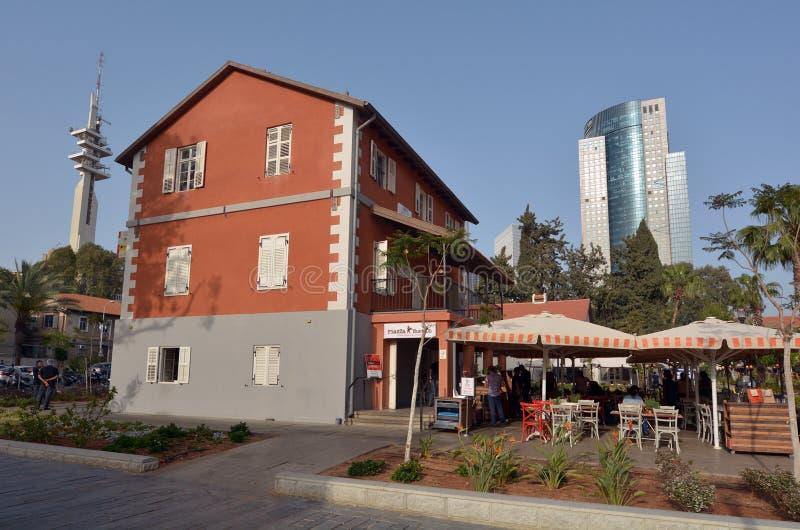 Kommersiell mitt Sarona för öppen luft i Tel Aviv - Israel arkivfoton