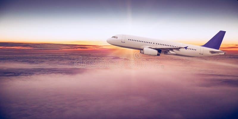 Kommersiellt flygplan som flyger ovannämnda moln royaltyfria bilder