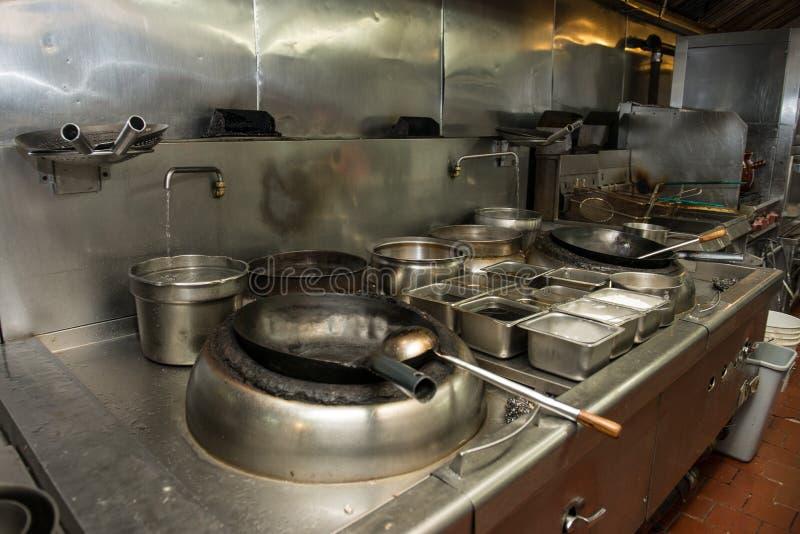 Kommersiellt kökutrymme i den asiatiska restaurangen arkivbild