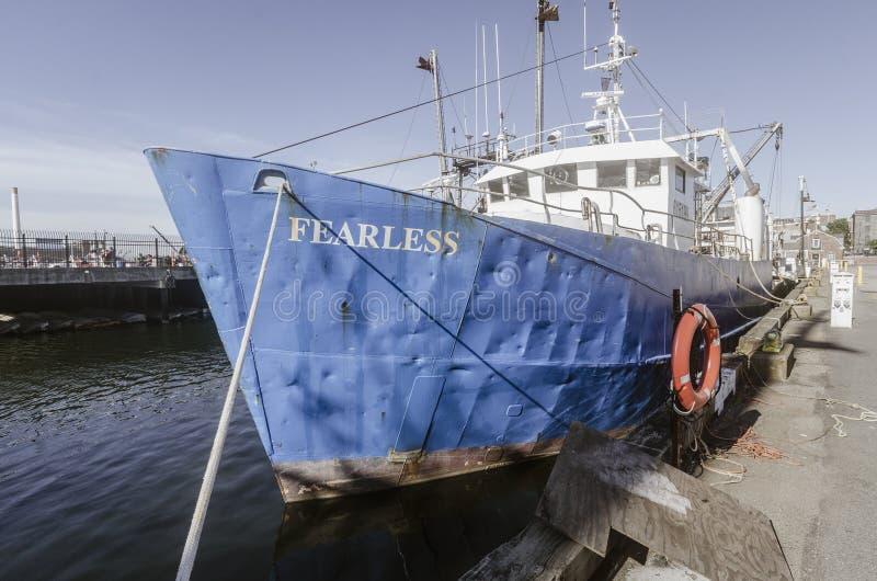 Kommersiellt oförskräckt för fiskebåt som anslutas i New Bedford royaltyfria bilder