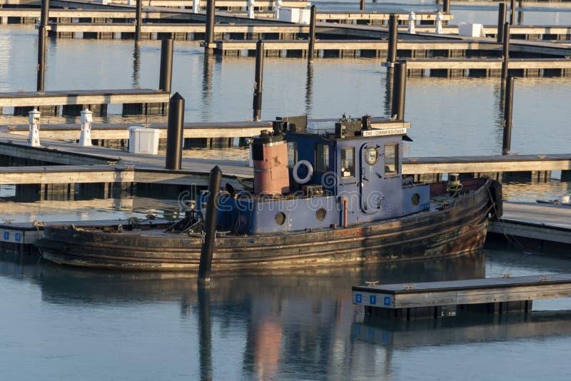 Kommissionärfartyget som parkeras för vintern royaltyfri foto