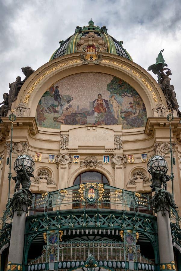 Kommunal Tjeckien för husPrague stad royaltyfri foto