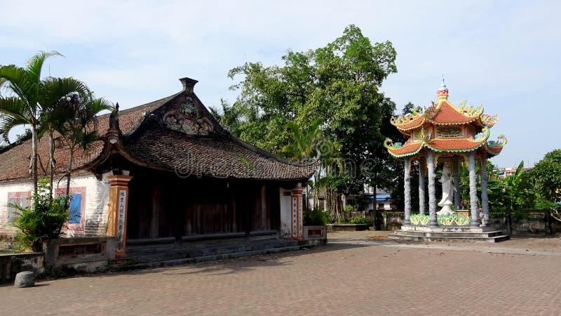 Kommunalhaus des alten Dorfs am Nachmittag lizenzfreie stockfotografie